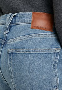J.CREW - POINT SUR KICKOUT CROP  - Flared jeans - faded blue wash - 5