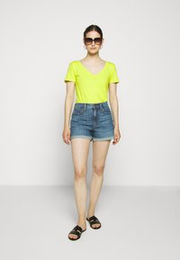 J.CREW - HIGH RISE - Denim shorts - medium faded indigo - 1