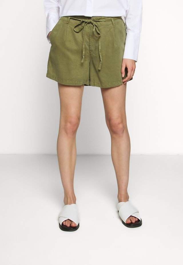 WASHED TROUSER BELT - Shorts - loden green