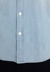 J.CREW - STRETCH CHAMBRAY WORK SHIRT SLIM FIT - Camisa - blue denim - 7