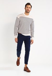 J.CREW - CORE STRETCH - Chinot - navy - 1