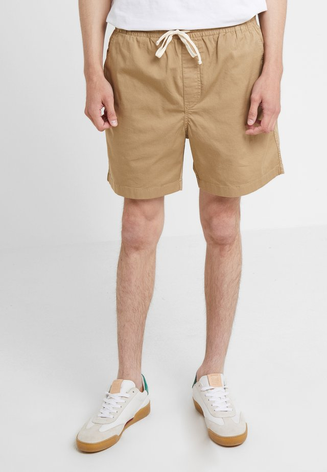 DOCK GARMENT DYE STRETCH - Shortsit - british khaki