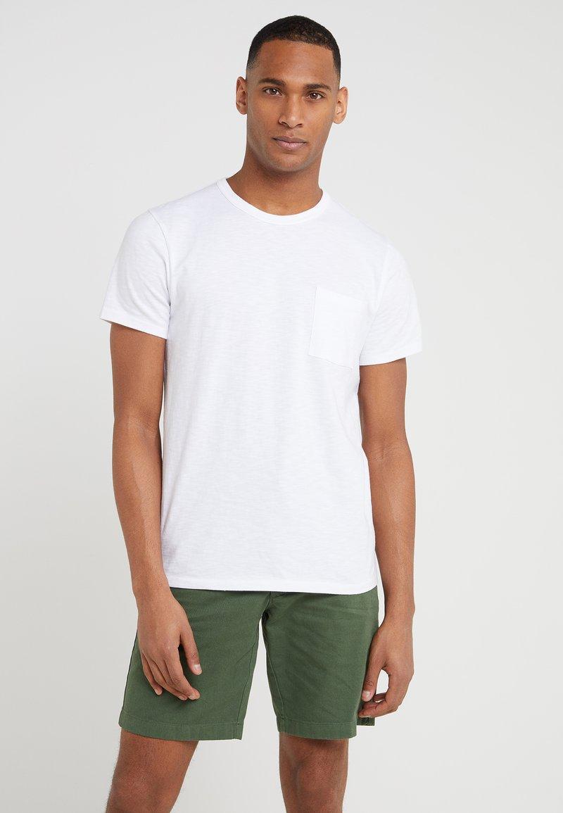 J.CREW - GARMENT DYE POCKET CREW - T-Shirt basic - white