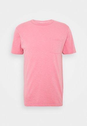 GARMENT DYE POCKET CREW - Basic T-shirt - flamingo