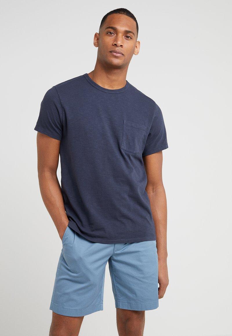 J.CREW - GARMENT DYE POCKET CREW - Basic T-shirt - marine navy