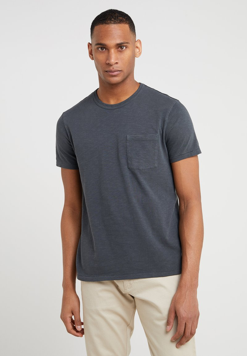 J.CREW - GARMENT DYE POCKET CREW - T-shirt basic - black