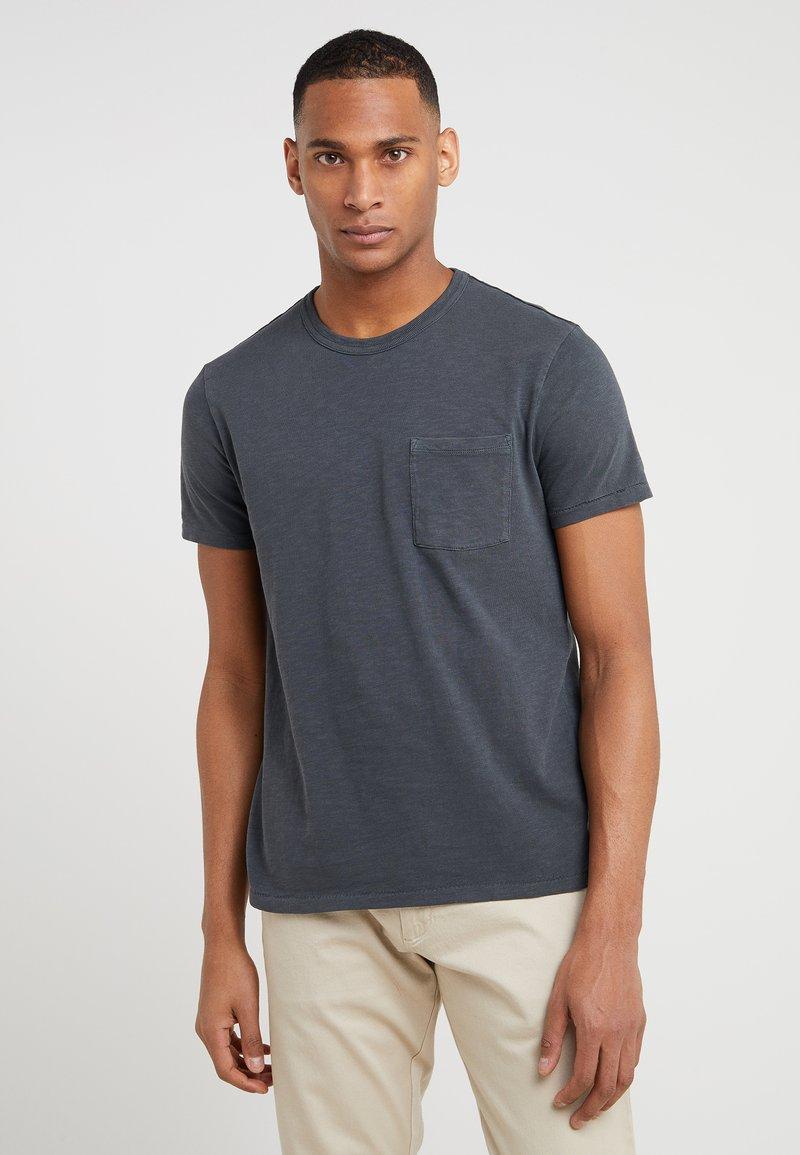 J.CREW - GARMENT DYE POCKET CREW - Basic T-shirt - black