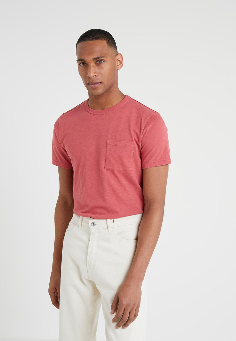 J.CREW - GARMENT DYE POCKET CREW - Basic T-shirt - roasted pepper