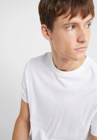 J.CREW - BROKEN IN CREW - Basic T-shirt - white - 4