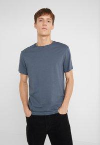 J.CREW - BROKEN IN CREW - T-shirt basic - evening storm - 0