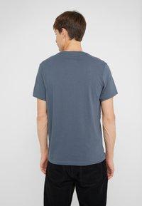 J.CREW - BROKEN IN CREW - T-shirt basic - evening storm - 2