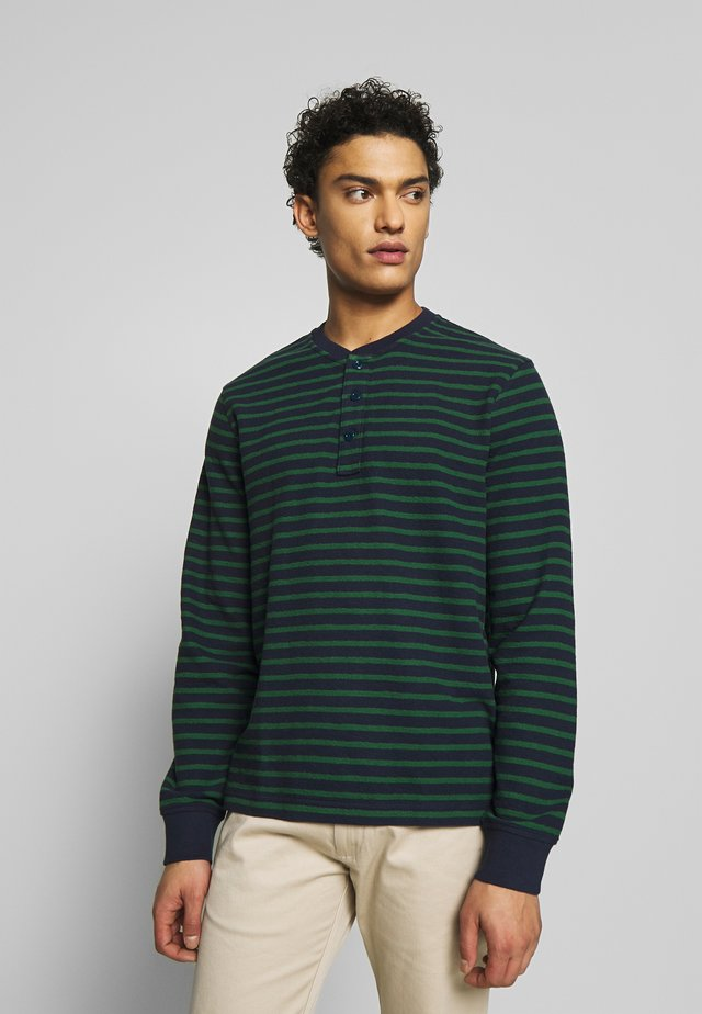 TEXTURED IN STRIPE - Sweter - navy green