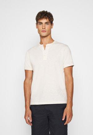 GARMENT DYE HENLEY - T-shirt basic - natural