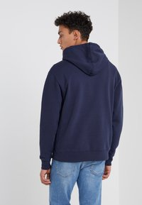 J.CREW - DYE FRENCH TERRY HOODY - Luvtröja - washed navy - 2