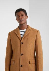 J.CREW - EVERYDAY TOPCOAT SOLID - Classic coat - dark camel - 4