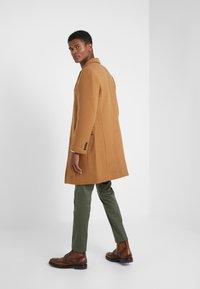 J.CREW - EVERYDAY TOPCOAT SOLID - Classic coat - dark camel - 2