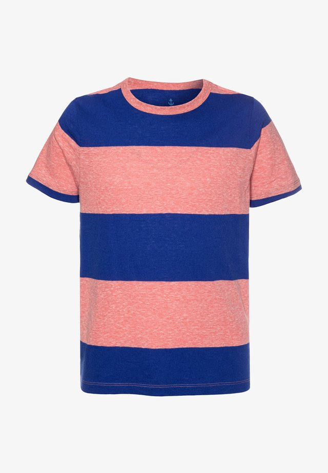 THICK STRIPE ABBOTT TEE - Printtipaita - red/blue