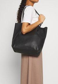 J.CREW - UNLINED NORTH SOUTH TOTE - Handbag - black - 1