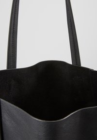 J.CREW - UNLINED NORTH SOUTH TOTE - Handbag - black - 4