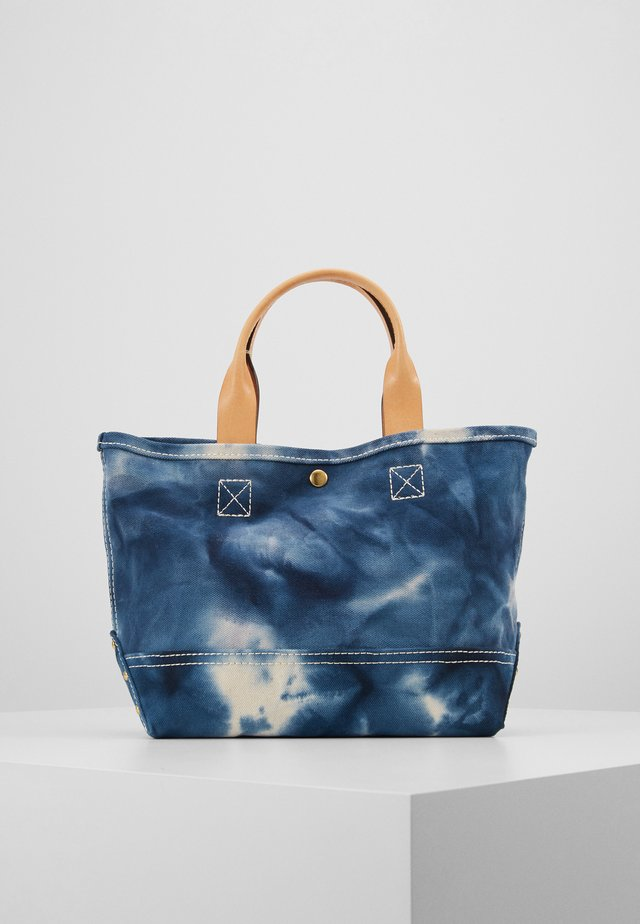 TIE DYE WASHED CANVAS MINI TOTE - Handväska - natural/blue