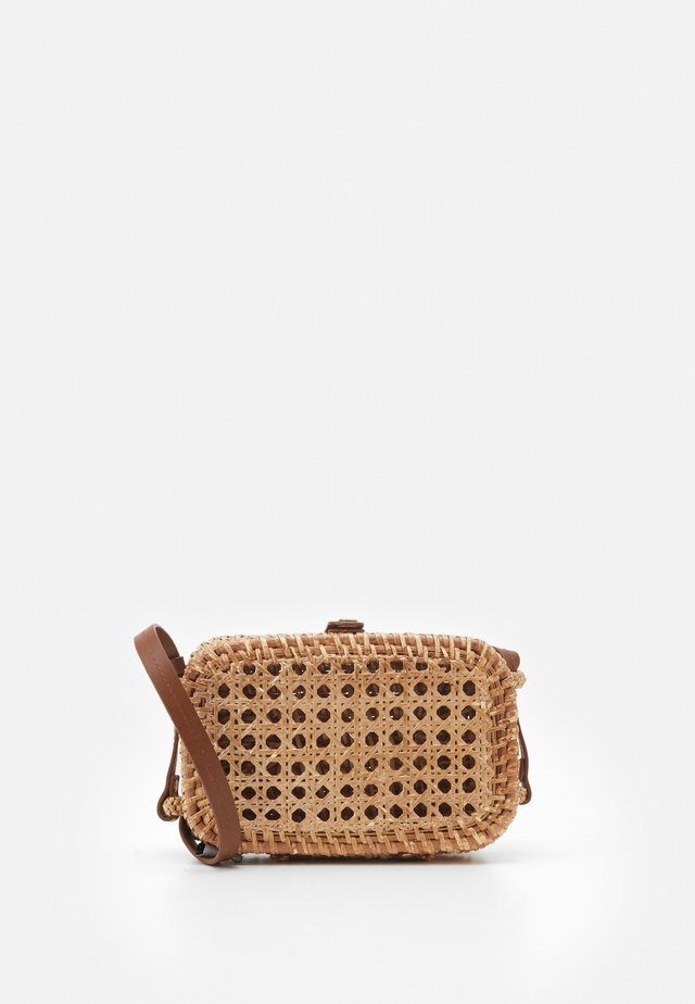 WICKER RECTANGULAR CROSSBODY - Schoudertas - natural