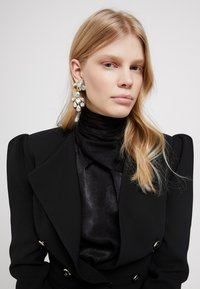 J.CREW - IRENE CLUSTER CHANDELIER - Earrings - crystal - 1