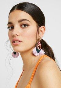 J.CREW - BOTANICAL MIXED FRINGE EARRINGS - Náušnice - pale blush - 1