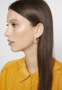 J.CREW - THEO HOOP EARRINGS - Boucles d'oreilles - white - 1