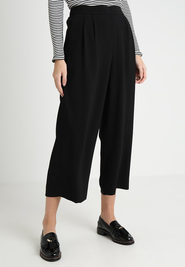 WIDE LEG CROPPED EASY PANT - Stoffhose - black