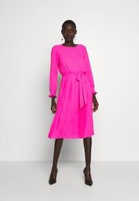J.CREW TALL - SOLID CARLY DRESS - Paitamekko - neon flamingo - 0