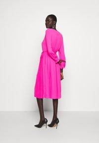 J.CREW TALL - SOLID CARLY DRESS - Paitamekko - neon flamingo - 2