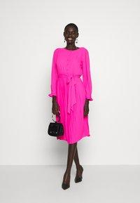 J.CREW TALL - SOLID CARLY DRESS - Paitamekko - neon flamingo - 1