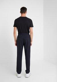 Joseph - ETTRICK-TECHNO TROUSERS - Pantalon classique - navy - 2