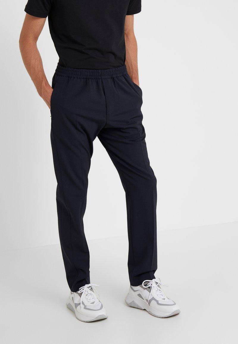 Joseph - ETTRICK-TECHNO TROUSERS - Pantalon classique - navy