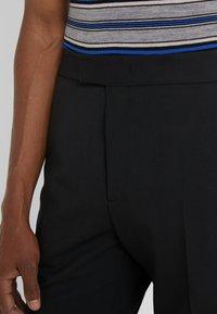 Joseph - EDWARDS TECHNO GABARDINE TROUSERS - Pantalon classique - black - 4