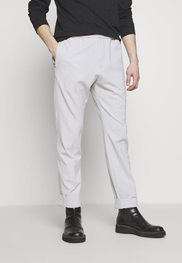 ETTRICK TECHNO - Spodnie materiałowe - stone
