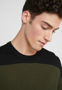 Joseph - BLOCK  - Strickpullover - military - 3