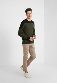 Joseph - BLOCK  - Strickpullover - military - 1