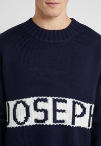 Joseph - LOGO SWEATER SLOPPY JOE  - Neule - navy - 6