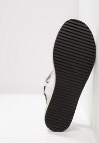 JETTE - Sandály na platformě - white - 6