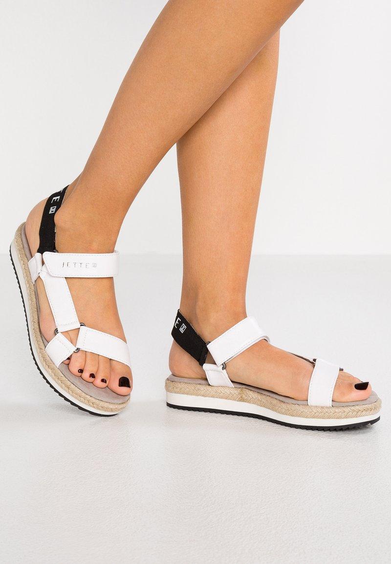 JETTE - Sandály na platformě - white