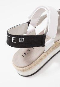 JETTE - Sandály na platformě - white - 2