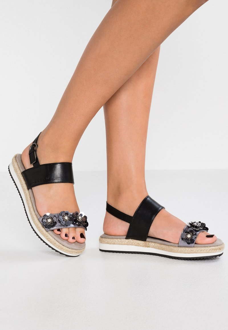 JETTE - Sandály na platformě - pewter