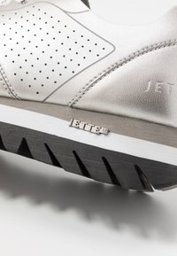JETTE - Trainers - silver - 2
