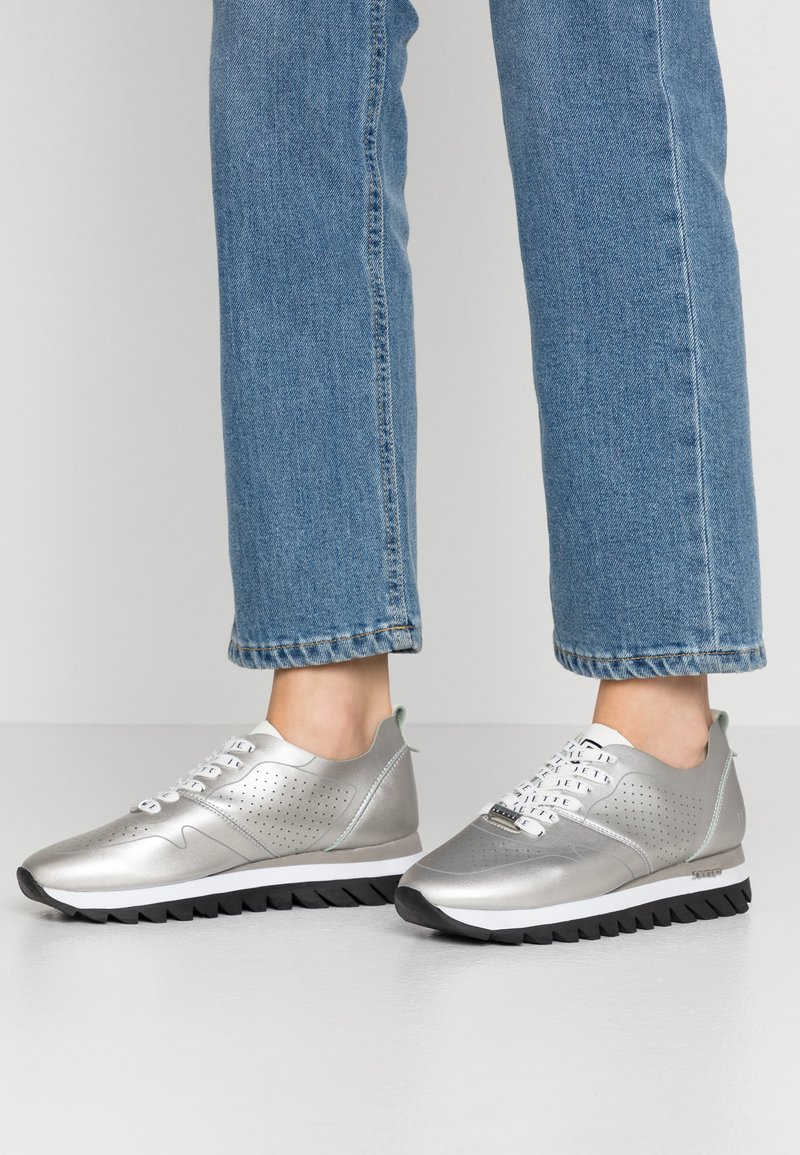 JETTE - Trainers - silver