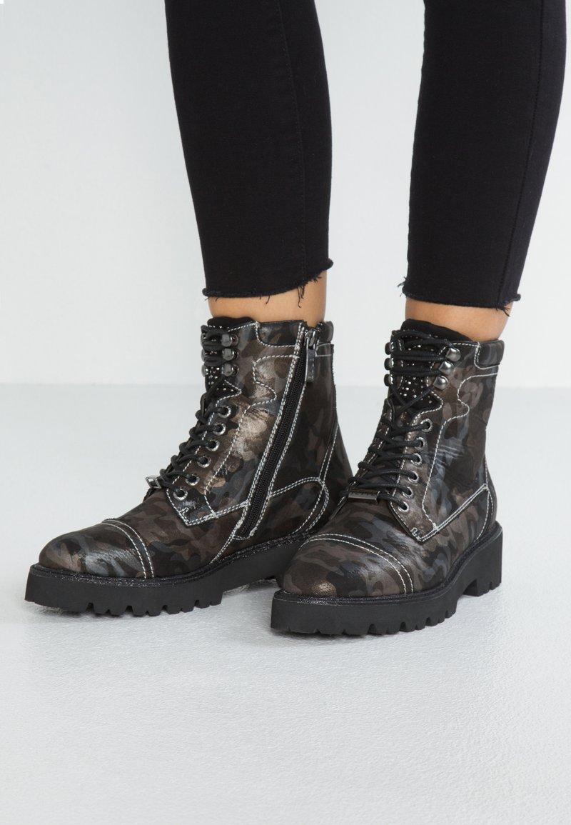 JETTE - Kotníkové boty na platformě - olive