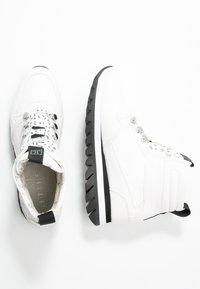 JETTE - Platform ankle boots - white - 3