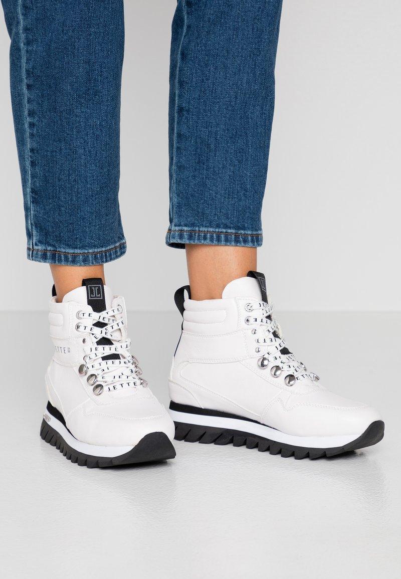 JETTE - Platform ankle boots - white