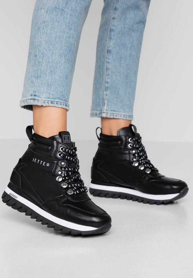 Platform-nilkkurit - black