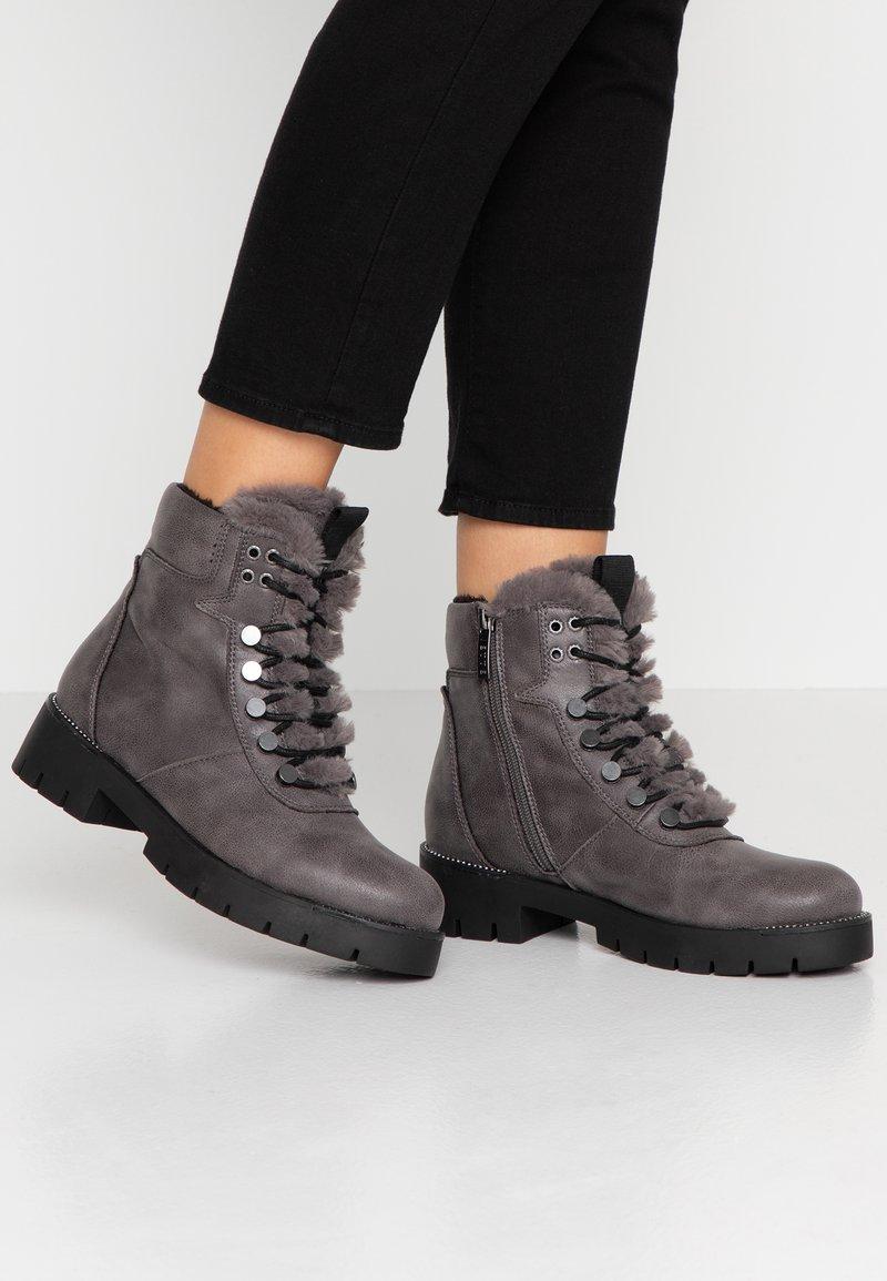 JETTE - Platform ankle boots - grey